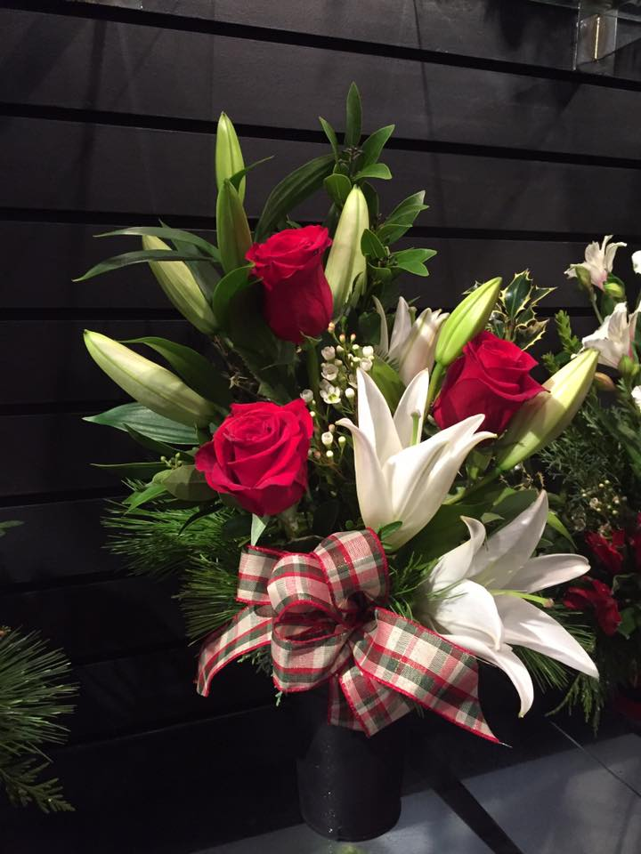 Red Roses & White Lilies adorn this fresh floral Xmas arrangement by Casa de Flores
